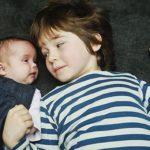 NÃO PRECISA EXPLICAR, EU SÓ QUERIA ENTENDER : Gêmeas nascem com cinco anos de diferença; entenda