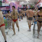 OLHA O QUEIMA : Clientes ficam de roupa íntima para aproveitar promoção no Paraguai