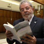 Lula, intimado da sentença, ao exarar a assinatura, escreve um recado para a juíza