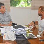 Governador discute projeto de divulgação do artesanato da Paraíba com apresentador de TV