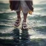 COMO DISSE O PADRE, VAI TER FÉ ASSIM NA PUTA QUE PARIU : Pastor tenta imitar Jesus e morre afogado ao tentar 'andar sobre às águas'