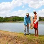 Assentados na PB têm renda criando peixes após instalarem dessalinizador