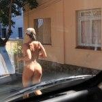 ESTAMOS A CAMINHO DO PARAISO ; Mais uma mulher caminha nua