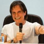 Roberto Carlos e Ana Carolina pedem retirada de letras de sites