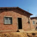 SE TODOS QUE PUDESSEM ASSIM  O FIZESSEM > Cabeleireiro constrói e doa casas para famílias carentes