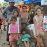 OTORIDADES FILHOS DE UMA PUTA, QUE ME DESCULPEM AS PUTAS, NÃO É SÓ EM PATOS NÃO : Família vive em situação sub humana na periferia de Patos