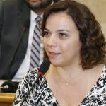 COISAS DO MEU BRASIL VARONIL : Ex-deputada Larissa tinha salário de R$ 205 mil na APAMIM, diz Caged