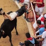 O DIA DO TOURO : Homem é chifrado até a morte por touro durante festival na Espanha