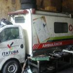 CARRO IMPORTADO É ASSIM MESMO : Ambulância de Itatuba está há mais de 02 anos abandonada em oficina.