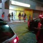 TERROR EM QUEIMADAS : Bando explode banco e leva cofre; bandido morre em tiroteio