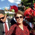 E EU AINDA TÔ NA FILA :Dilma furou fila do INSS para se aposentar