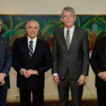 Salário mínimo em 2017 será de R$ 937, anuncia Michel Temer
