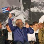 SEI NÃO , SEI NÃO : Enquanto os corpos das vítimas da tragédia da Chapecoense chegavam no Brasil, Lula e Dilma desembarcavam em Cuba
