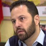 O CABINHA ROUBA SEM ACHAR QUANTO MAIS ACHANDO : Ex-secretário acha US$ 1 mil em aeroporto, não devolve e é preso