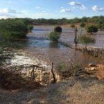 Famílias são removidas após vazamento em barragem da Transposição na divisa PE/PB (Confira registro do vazamento)
