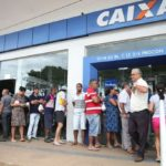 OLHA AÍ UMA COISA MAIS OU MENOS BOA : Cartão de crédito consignado da Caixa começa a valer em todo o país