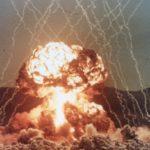 E ATENÇÃO !!! TRUMP MANDA TRAQUE : EUA usam maior bomba não-nuclear da história contra o Afeganistão