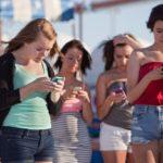 ATENÇÃO SENHORES PAIS : Cuidado! uso do celular pode estar modificando a curvatura da sua coluna