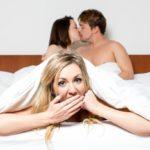 Tem vontade de viver fora da monogamia? Descubra o que é preciso para que uma relação assim dê certo com especialistas e praticantes do poliamor