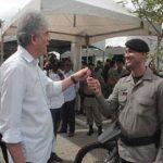 Ricardo entrega certificados de cursos, equipamentos e reforma do CPR em Campina