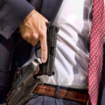 Terno, Gravata E Pistola. Porte De Armas Para Advogados, você concorda?