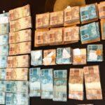 MAGOTE DE LARÁPIOS, TOMANDO BANHO COM DINHEIRO : Polícia acha dinheiro em banheira na casa de vereador preso