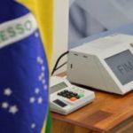 Bolsonaro chega à reta final da campanha com 57% e Haddad tem 43%, diz CNT/MDA