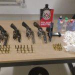Polícia apreende armas de fogo, munições e drogas em baile funk na Capital