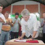Ricardo entrega equipamentos e assina ordens de serviço no ODE de Princesa Isabel