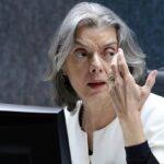 """""""Democracia é o caminho"""", diz Cármen Lúcia sobre pedidos de intervenção militar"""