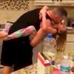 Mãe acorda com música na cozinha e surpreende marido com a filha, pegou celular e filmou tudo – VEJA VÍDEO