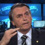 """Bolsonaro se esquiva de polêmica e diz que PT """"desconhece apoio voluntário"""""""