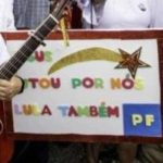"""Em Curitiba, Militantes Petistas Estampam Placa Infame: """"Jesus Lutou Por Nós. Lula Também""""."""