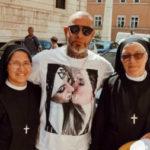 FOGAÇA APAGANDO O FOGO : Após polêmica, Henrique Fogaça apaga foto com freiras no Vaticano