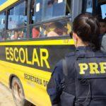 PRF flagra ônibus escolar com excesso de passageiros, na Grande JP