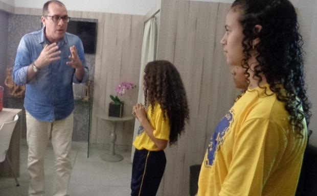 Resultado de imagem para Crianças da LBV em CG visitam e homenageiam TV Itararé pelo Dia da Televisão