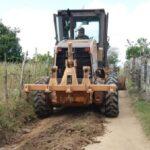 EM MOGEIRO O PREFEITO ALBERTO FERREIRA NÃO PARA E CONTINUA : Estrada que liga o Sítio Pintado a Nogueira recebe serviço de manutenção