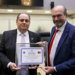 ALPB concede título de cidadania paraibana ao delegado Isaías Gualberto