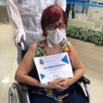 Paciente curada de coronavírus é aplaudida ao deixar hospital em JP