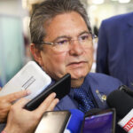 Adriano Galdino mantém congelada verba de gabinete desde janeiro