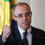 Governo revoga portaria de Moro e Mandetta que permitia prisão de brasileiros que furassem quarentena