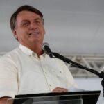 """Bolsonaro desembarca em Campina Grande: """"Romero mora no meu coração"""""""