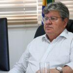 João Azevêdo anuncia parceria com a Uber oferecendo transporte gratuito à população que vai se vacinar
