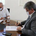 Durante reunião, João Azevêdo e Cícero Lucena definem que novo decreto deve ser menos restritivo